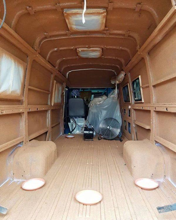 Liège projeté, fourgon isolé liège projeté